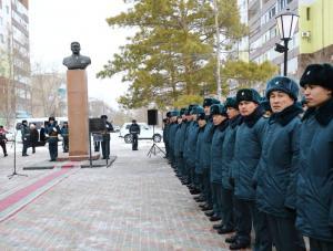 Актюбинцы почтили память генерал-лейтенанта Жансена Кереева