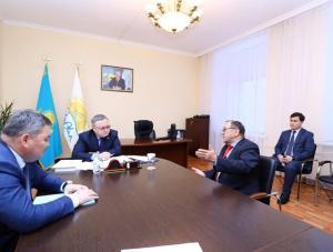 Ондасын Уразалин провел прием граждан в областном филиале партии